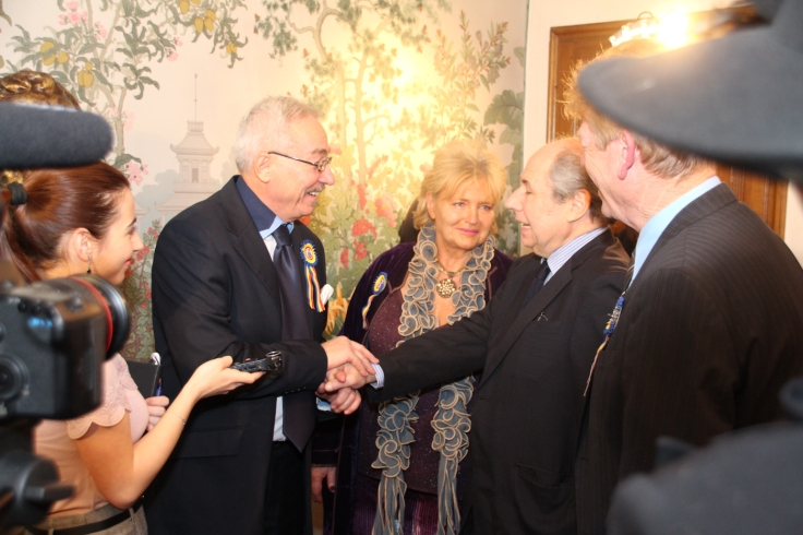 Numerous diplomats attended the event and also talked to the press (Photo: RomLux)
