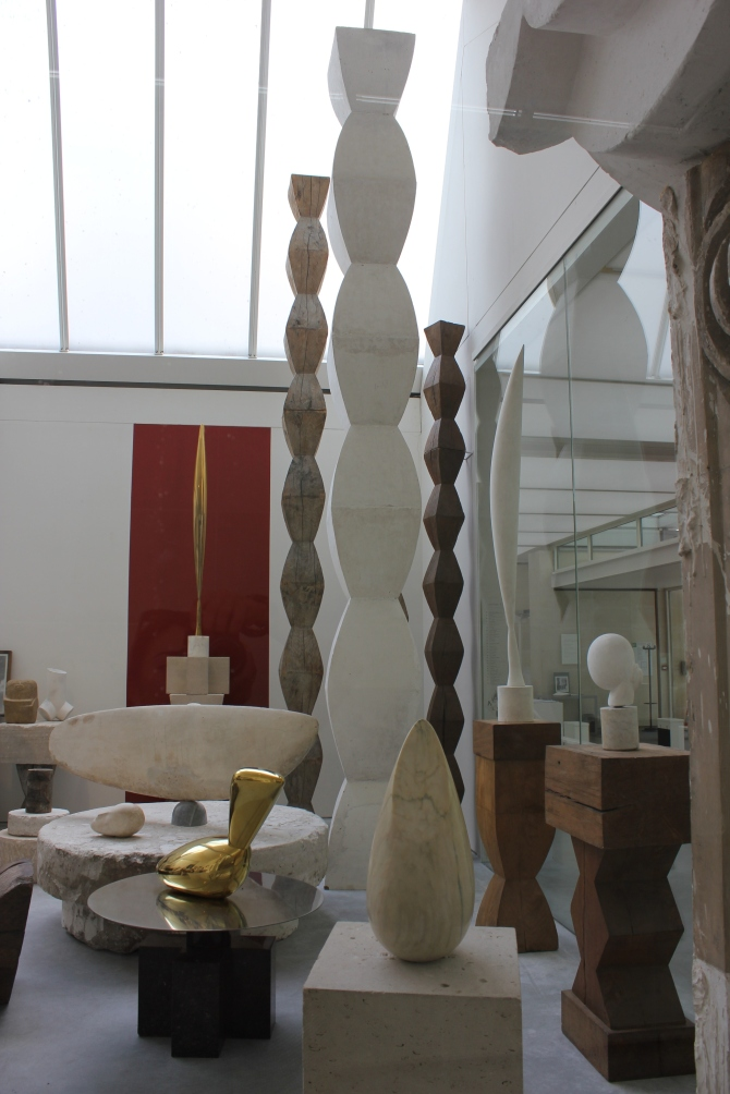 The superb artistic world of Brancusi.