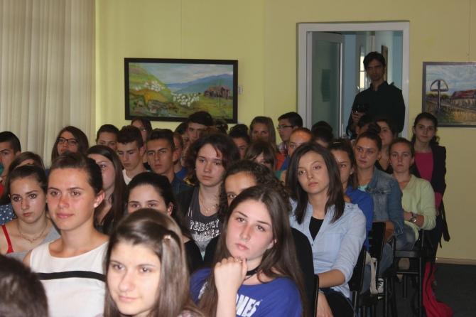 Tineri participanti