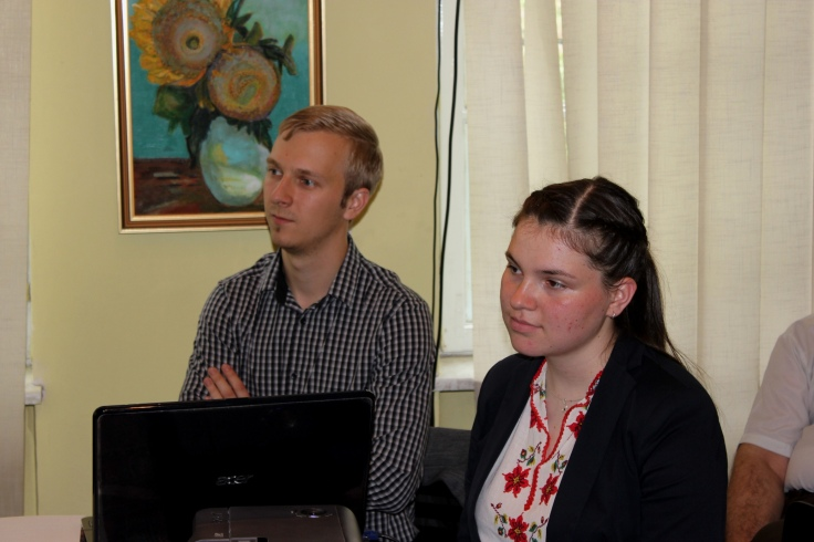 Absolventii responsabili cu prezentarile