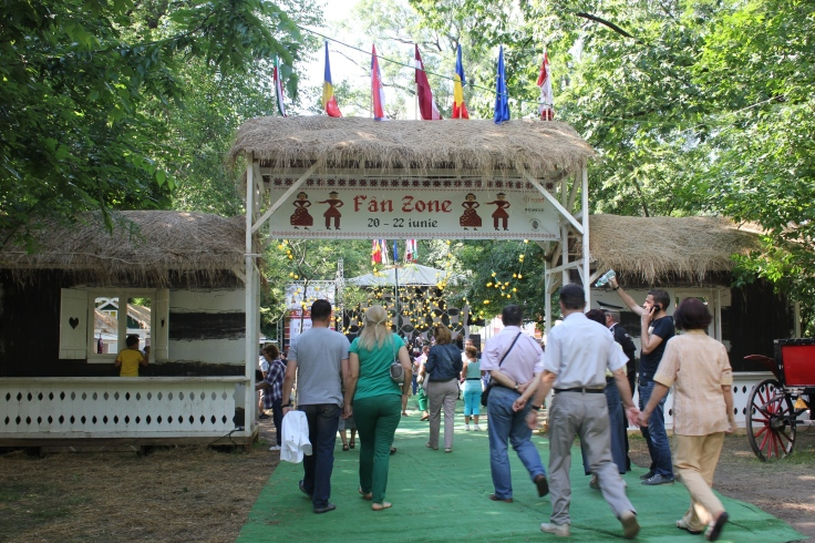 Music and Traditions Festival Cismigiu Garden 2014