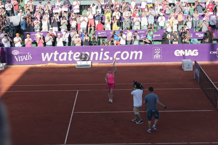 Simona Halep thanks the audience after winning the first edition of BRD Bucharest Open 2014