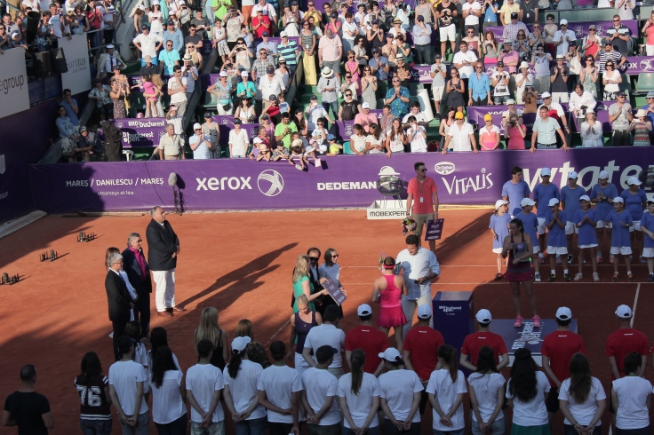Simona Halep receives the first prize in Bucharest tournament
