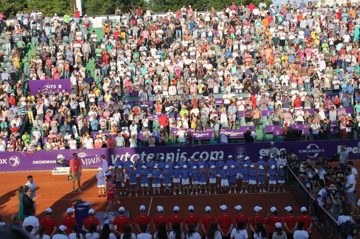 The audience stands up for Simona Halep and Roberta Vinci in Bucharest