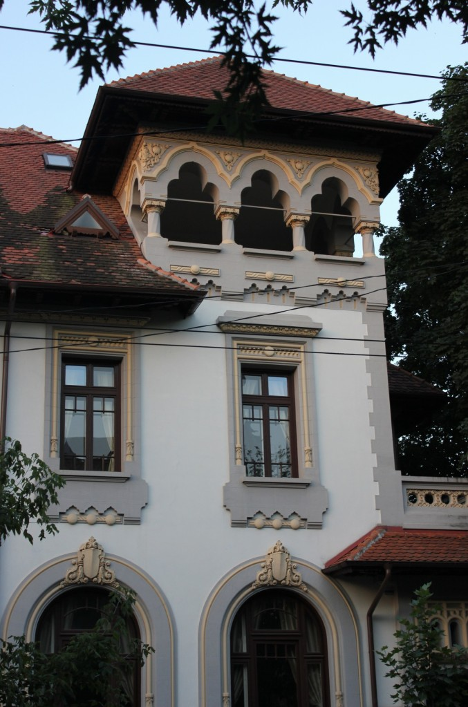 Building on Dacia Boulevard