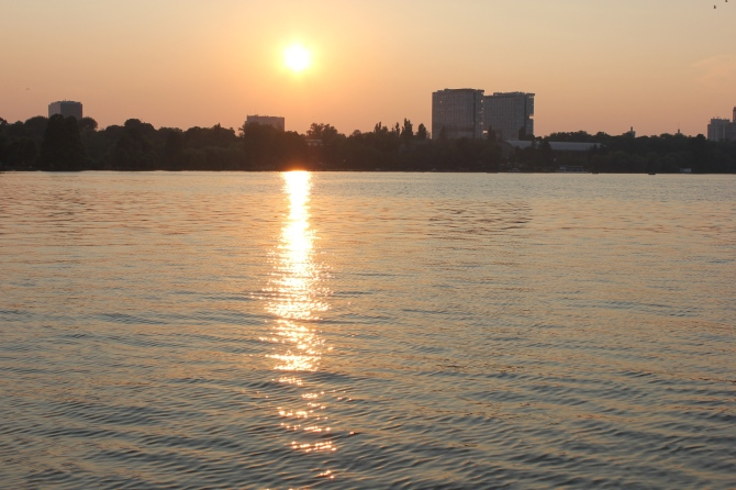Sunset in Herastrau Park
